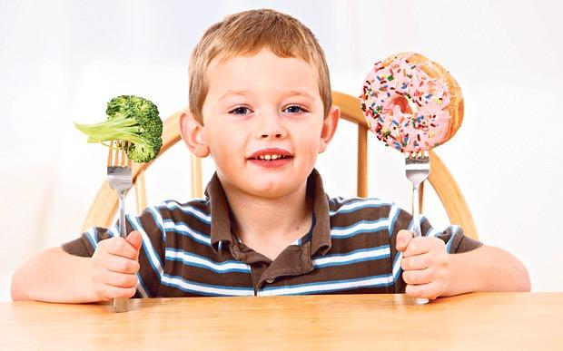 Πώς να αποκτήσει το παιδί υγιή σχέση με το φαγητό